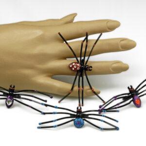 Ring Spinne mit Wackelbeinen