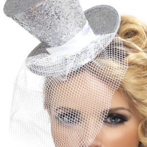 Silberner burlesque Zylinder auf einem Haarrefen